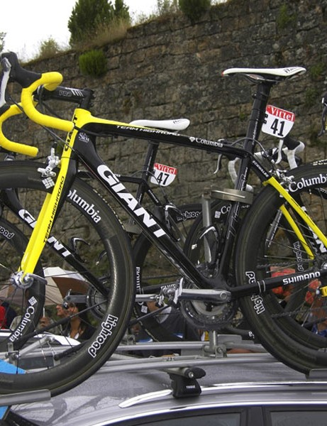 Team Columbia's Kim Kirchen headed out for stage 8 on a set of Zipp 404 rims laced to Shimano Dura-Ace hubs.