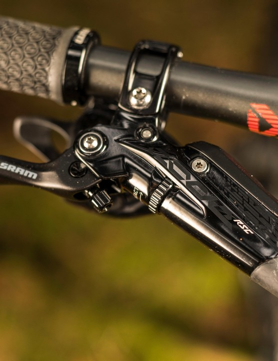 SRAM has revised the reach adjust dial, making it feel more solid and less awkward to use. The top Code RSC version also gets Swinglink and contact point adjustment