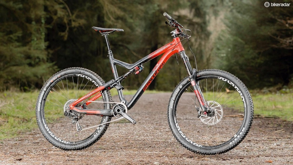 Commencal's Meta AM V4 Race 650b RockShox Red has had a rerub for 2016 –including making its name ridiculously long
