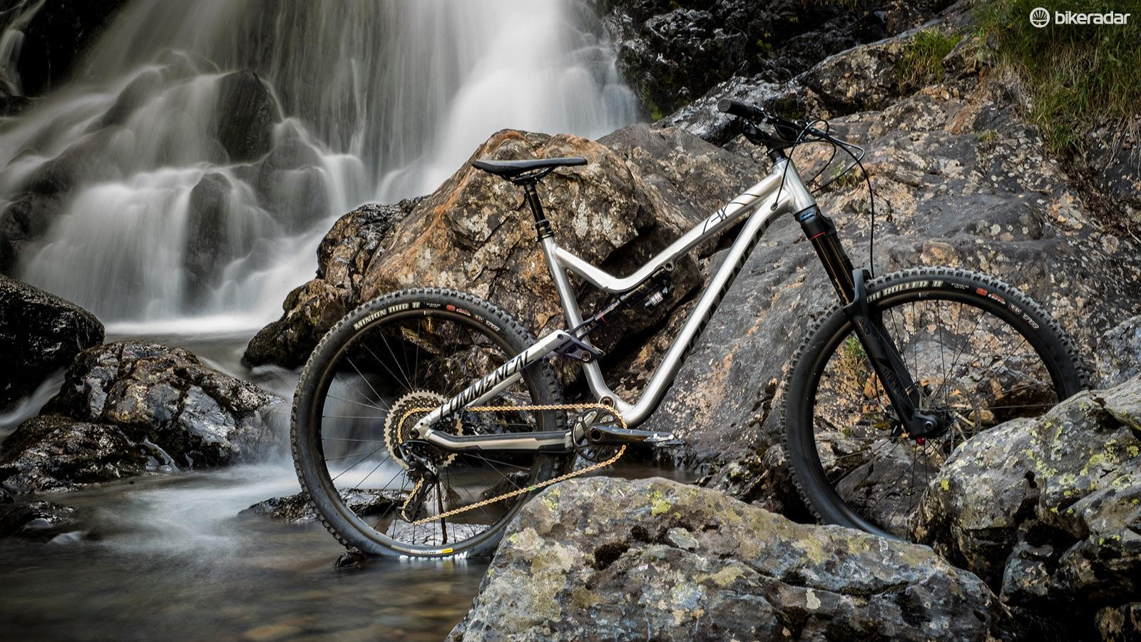 The new Meta AM V.2 redefines a classic enduro bike