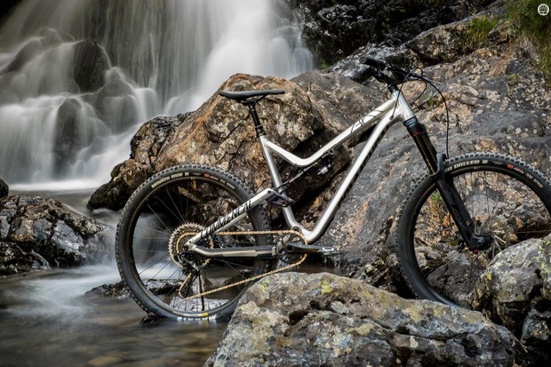 The new Meta AM V.2 redefines a classic enduro bike