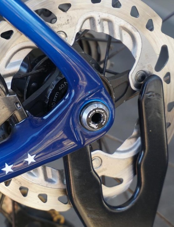 Compton has a 140mm Shimano ICE Tech rotor, flatmount caliper and Trek's Race Shop Limited 12mm thru axle