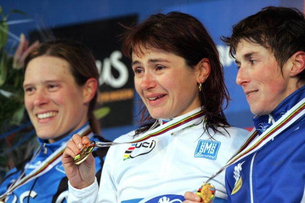 American Katie Compton (l) took second at the '07 UCI 'cross worlds in Belgium.