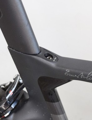 The seatpost is retained by a low-profile wedge system