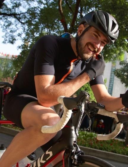 Connor McCutcheon in Team Illuminate's signature plain black kit