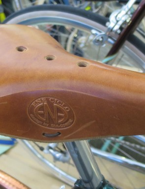 The Dia Compe ENE leather saddle is a suitably retro match for the frame