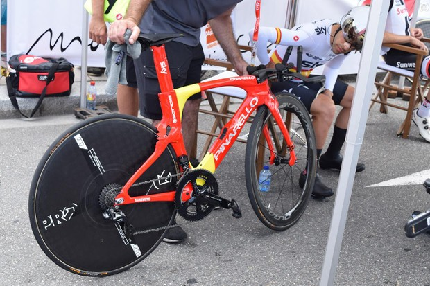 Spanish national time trial champion Jonathan Castroviejo takes a look at his custom Pinarello Bolide at the start