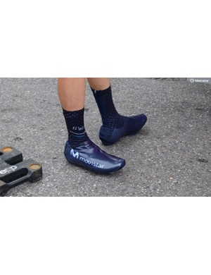 Movistar use team-issue Endura Drag2Zero overshoes