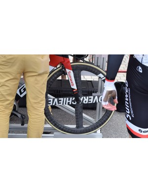 Team Sunweb raced the prologue on Giant-branded, 4-spoked, carbon front wheels