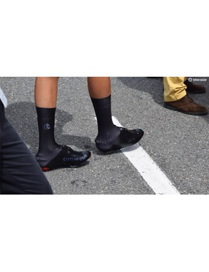 Despite leaving Team Sunweb at the end of last season, Warren Barguil clearly still has a penchant for his old team-issue overshoes