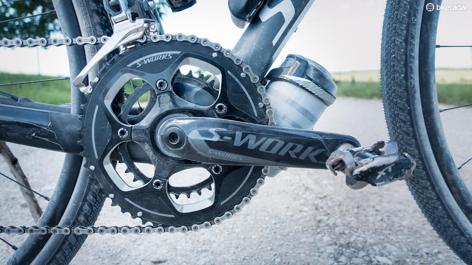 The stock 46/36t chainrings were swapped for a 50/34t combo
