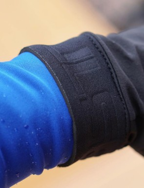 If you want to pull on a glove under a rain jacket, the thick cuffs with Velcro can be a nuisance