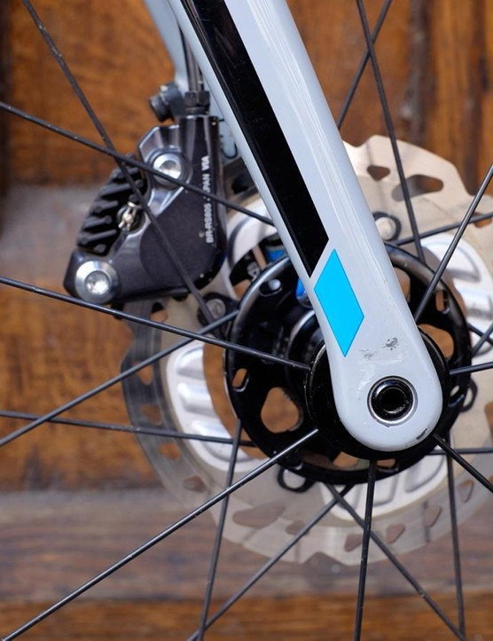 The Shimano 805 hydraulic brakes deliver nigh-on flawless stopping