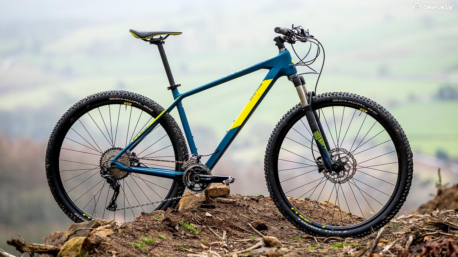 Cube's 'Agile Ride Geometry' is up to date, with a 69-degree head angle and low bottom bracket