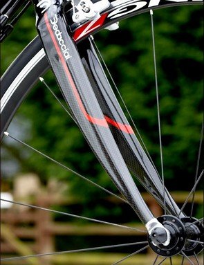 Black Blade carbon/ alu fork gives the bike a cool factor as it is rare to see a branded fork on a bike costing less than a grand.