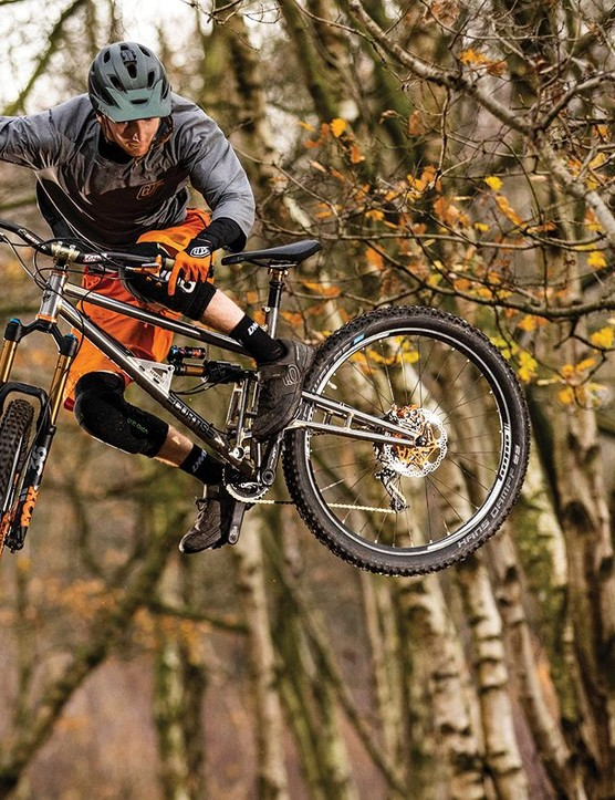 The main pivot is ideally placed for a lively, interactive feel that brings out the best in Fox's highly-adjustable X2 shock