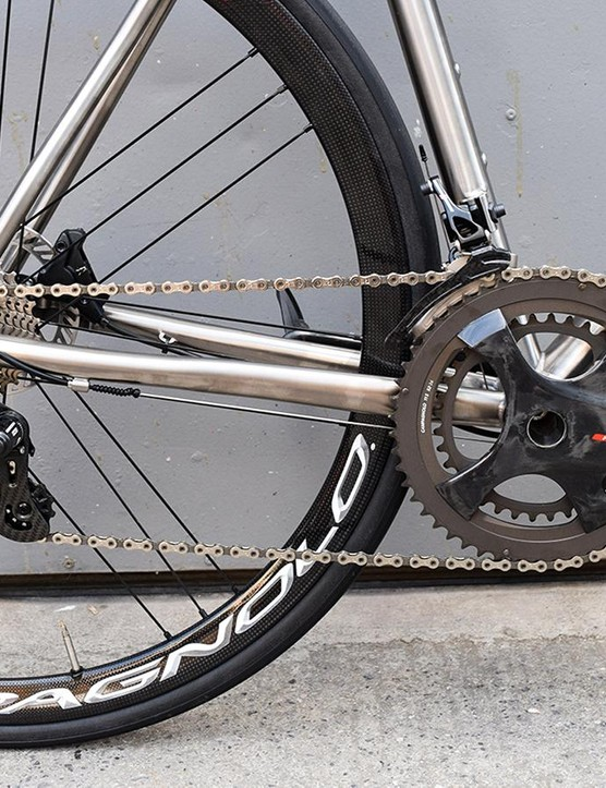 Mechanical Campagnolo Super Record derailleurs provide the shifting, while the gearing is a combination of 52/36 chainrings and an 11-27 cassette