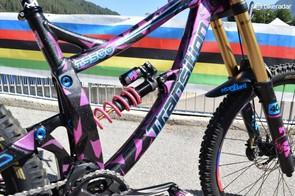 Custom coloured spring on Tahnée's Fox shock