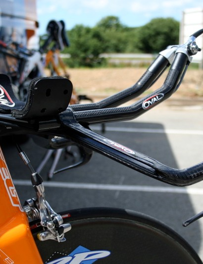 …although the side view of his Oval TT bars shows the unusual shape of the 911 JetStream Custom set up.