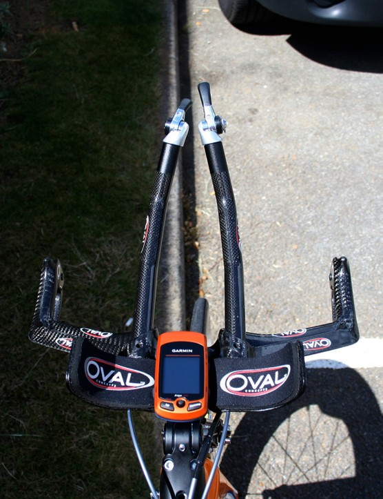 From this angle, Vande Velde's TT bar setup looks to be nothing out of the ordinary save for the complete lack of bar tape…
