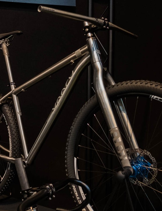 The prototype fork on this Vaaru V:29 hardtail caught our eye