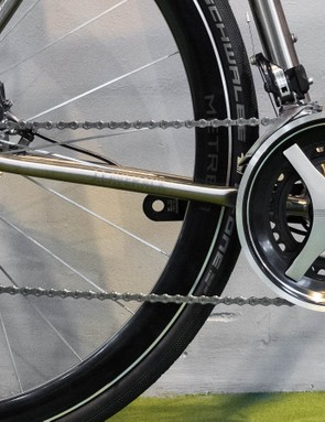 The Metrea groupset carries styling cues from the previous generation of Dura-Ace