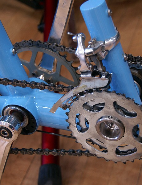 The built-in 2:1 gearing runs half-sized chainrings which presumably shifter better than typical setups.
