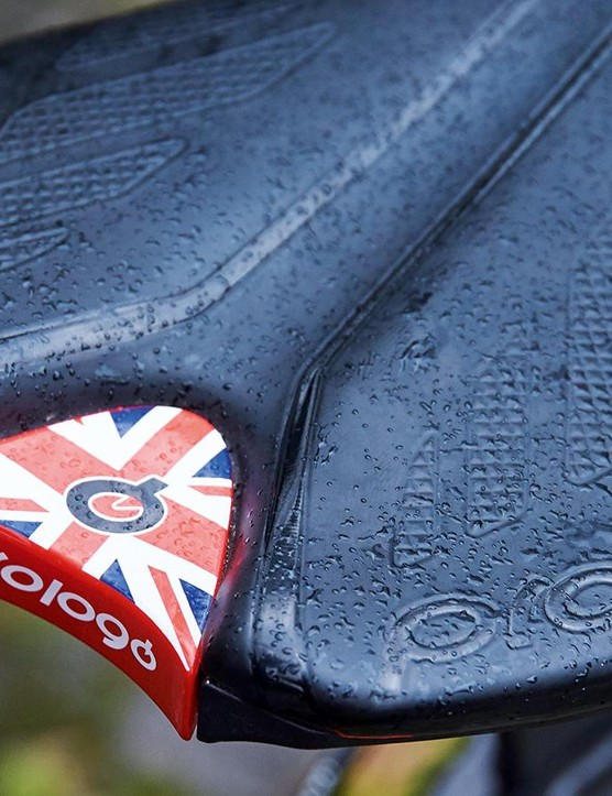 A nod to the Dassi's UK home-grown heritage integrated into the Italian Prologo saddle