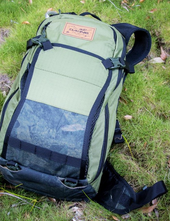 The Dakine Drafter 12l pack comes with a 3l Hydrapak reservoir