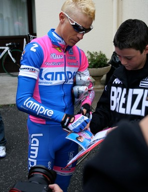 Cunego signs autographs for young Breton fans before the start of the Tour.