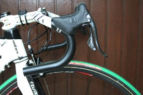 We got to it before they put the tape on but Cunego prefers the traditional shape of the Ritchey WCS Classic bars.