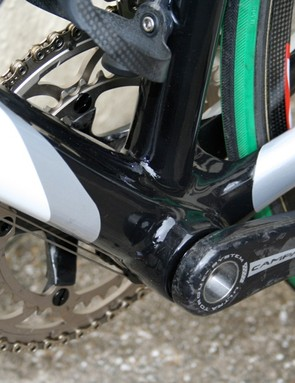 The Cento Uno houses the bottom bracket bearings directly in the shell.