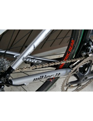 … but unlike stock Cento Uno frames it has a pair of standard looking chain stays similar to those on the previous Cento model.