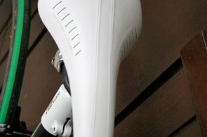 The fi'zi:k Arione saddle  has an unmistakable kite shape, but this cover is not in the catalogue.