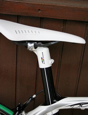 The integrated seat post carries the seat tube's stiffness right up to the saddle.