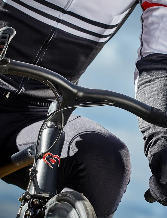 The stem and handlebar are a one-piece setup. It feels superbly efficient but it lacks adjustability, so get the sizing right…