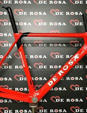 The Protos frameset comes in bright red…