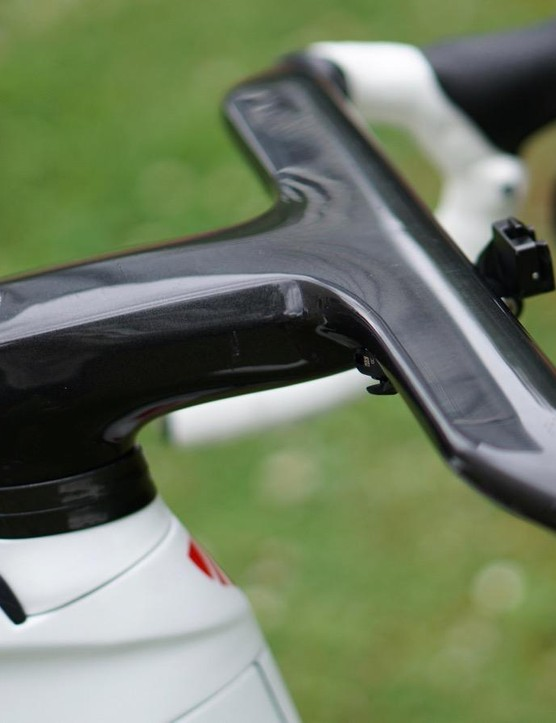 The Madone bar/stem hides shift and brake lines from the eyes and the wind