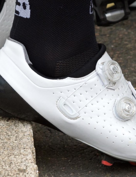 John Degenkolb and his Giant-Alpecin team mates were spotted in new, unbranded shoes equipped with Boa tensioning dials – we suspect these are the latest offerings from Shimano
