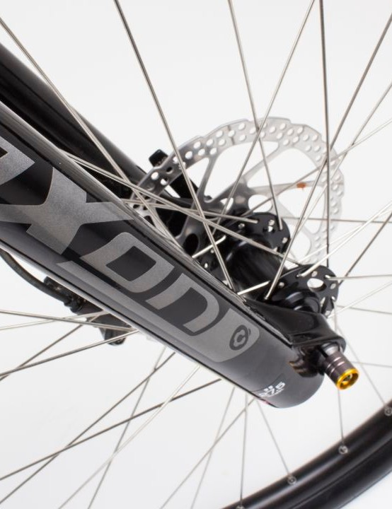 The Suntour Axon XC forks provide some cushioning from rough city streets