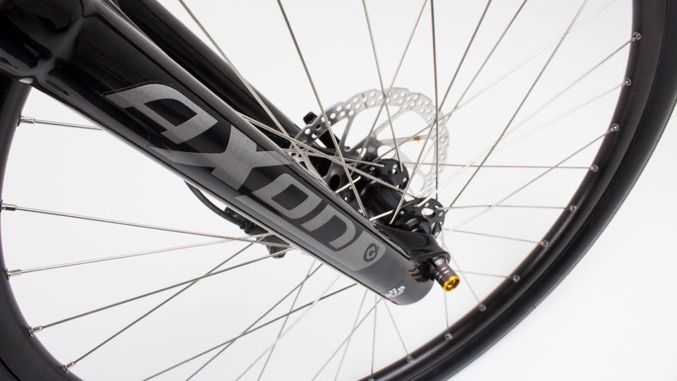ac9a32afecd The Suntour Axon XC forks provide some cushioning from rough city streets