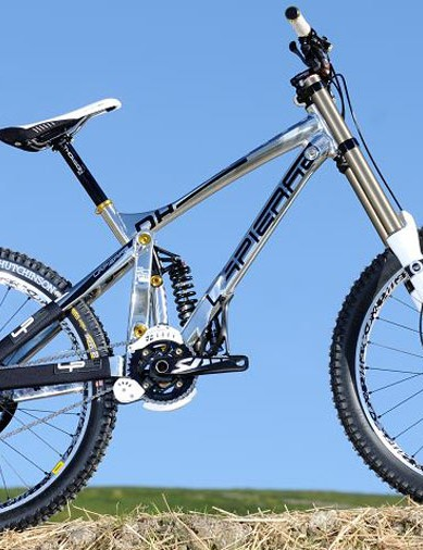 The DH-920 downhill bike