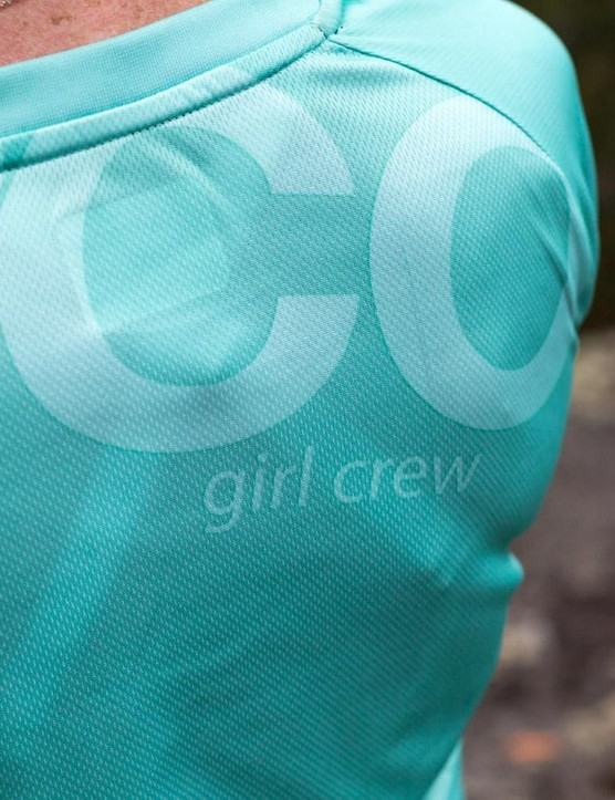 The collar of the DHaRCO Ladies 3/4 Jersey is sturdy but soft