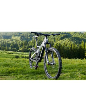 The frame uses very similar geometry to the 140mm travel Troy trail bike