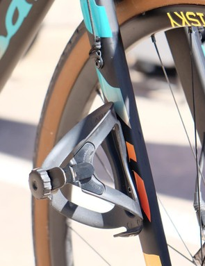 The Warbird fork sports mounts for fenders, bottle cages and cargo carriers