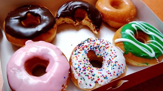 Évitez les aliments qui contiennent de grandes quantités de sucre raffiné.