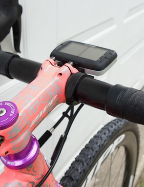 A 100mm Zipp Service Course stem has also been given the custom-painted finish