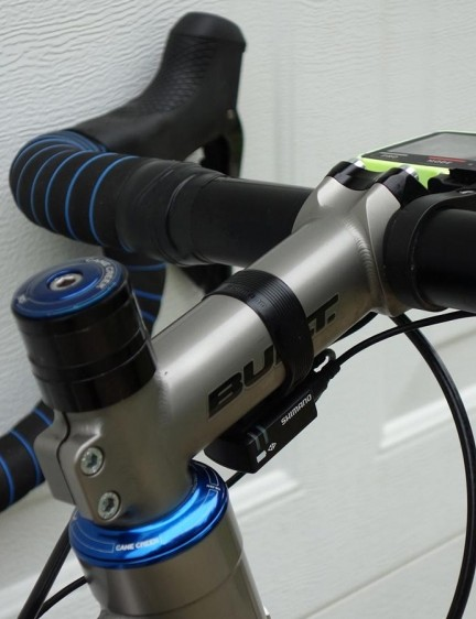 A matching titanium stem from Bingham Built is used on the bike