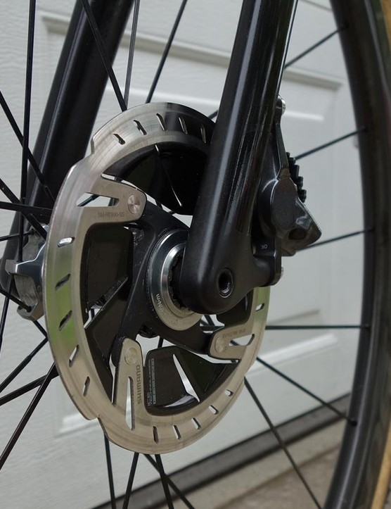 140mm rotors are used at the front and rear of the bike