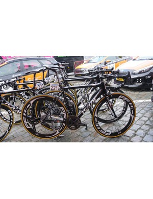 Roompot-Nederlandse Loterij race aboard Isaac framesets equipped with FFWD wheels and Ritchey finishing kit